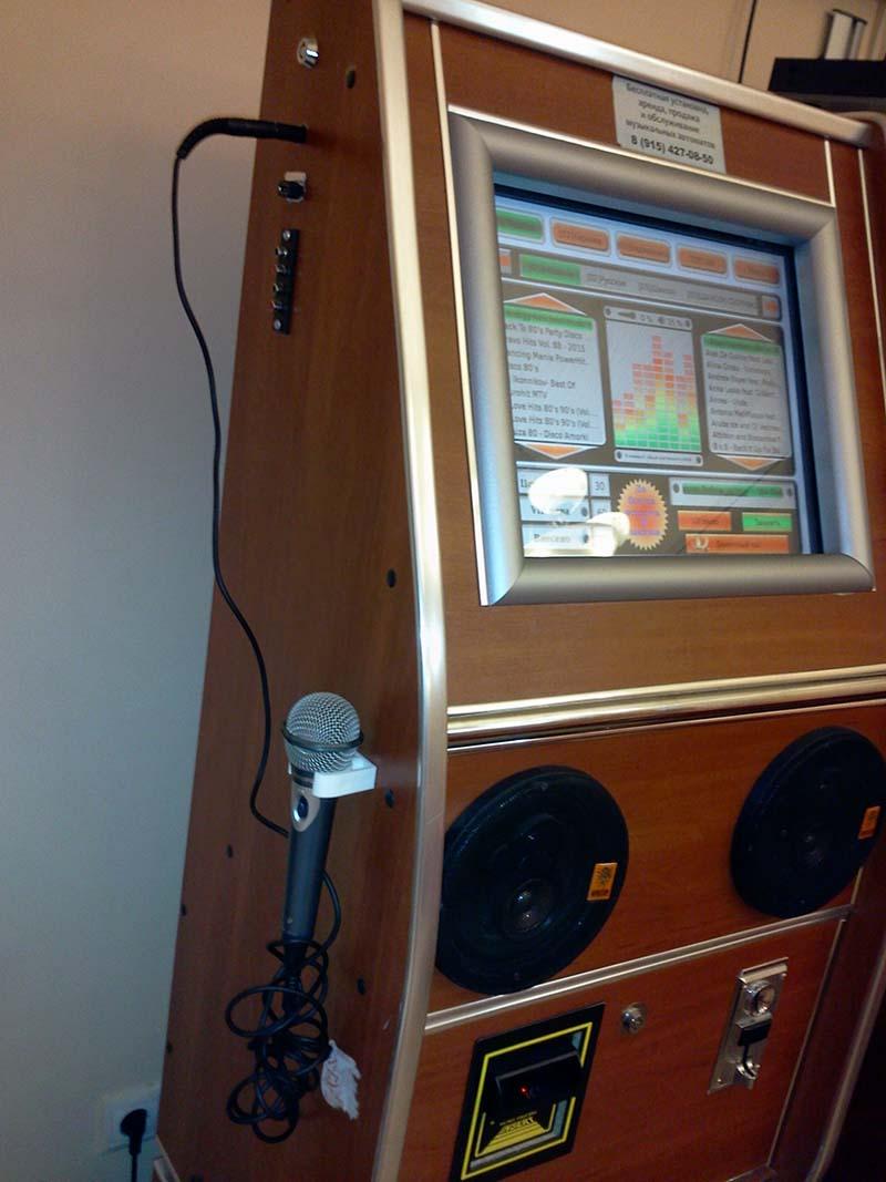 Сенсорный музыкальный аппарат с микрофоном